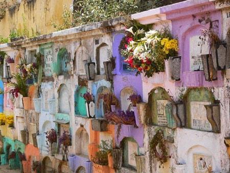 گورستان های شاد و رنگارنگ را ببینید