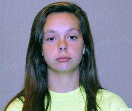 زایمان مخفیانه دختر 14 ساله در حمام (+عکس)