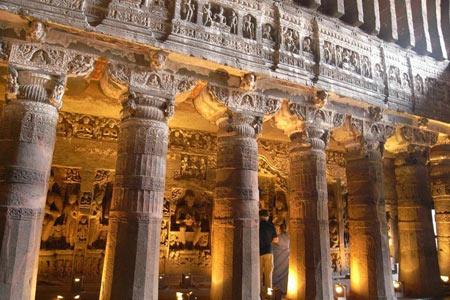 غار عجیبی در هند + تصاویر