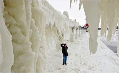 تصاویر فوق العاده زیبا از یک فانوس دریایی یخ زده