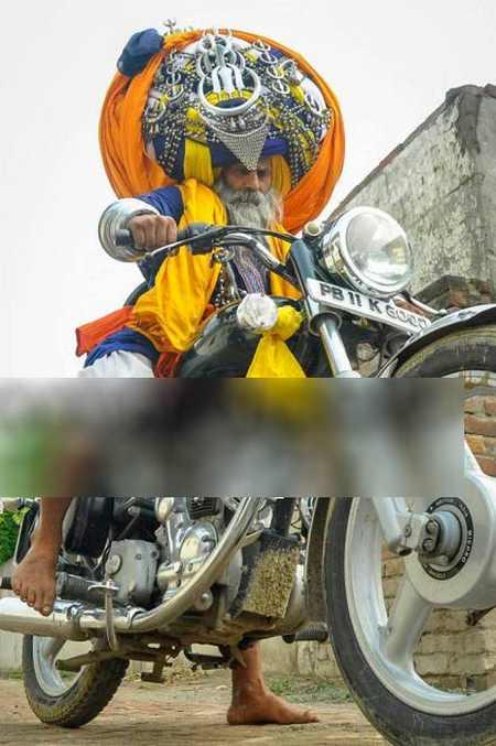 مرد روحانی هندی با عمامه عجیب 645 متری (+عکس)