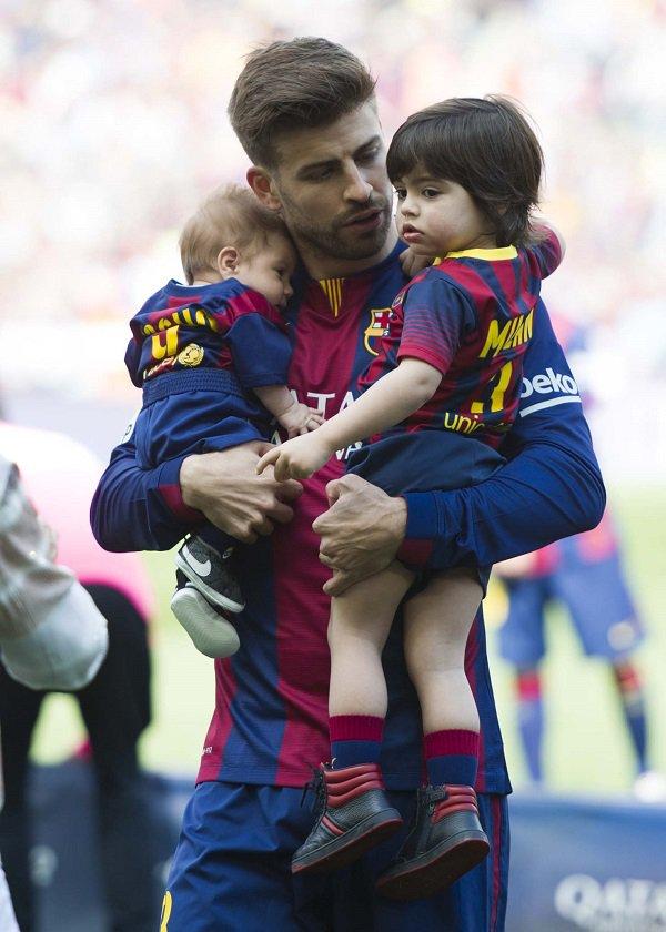 2 پسر شکیرا و پیکه در ورزشگاه بارسلونا