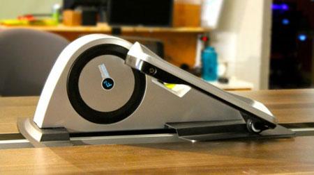 دستگاهی کوچک برای ورزش زیر میز محل کارتان + عکس
