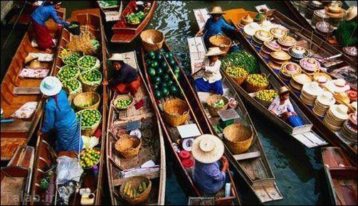 تصاویر جالب از بازار شناور روی آب در تایلند