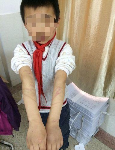تنبیه وحشتناک پسربچه به خاطر پینوکیو