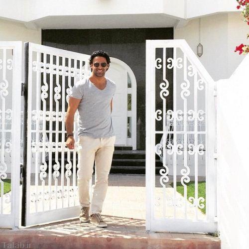 عکس جالب فرهاد مجیدی در ورودی خانه اش