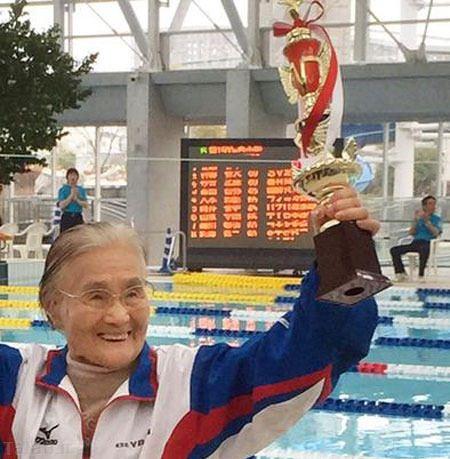 زن 100 ساله ژاپنی که رکورد شکست (عکس)