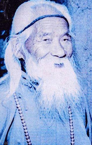 جسد این پیرمرد ، یکی از جاذبه های ترسناک چین