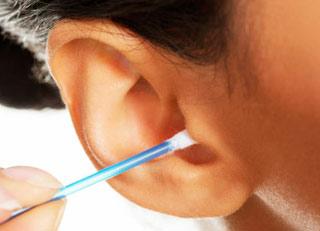 چرا نباید داخل گوش را تمیز کرد ؟