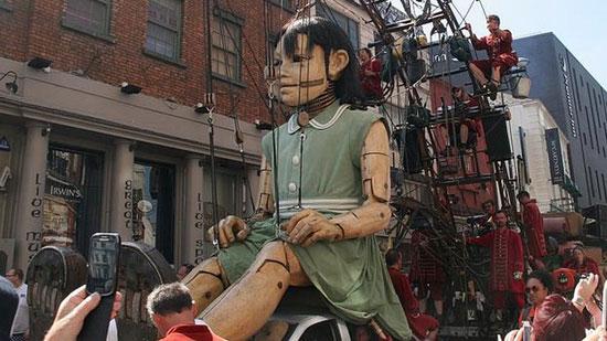 ماجرای عروسک های نمایشی غول پیکر (عکس)