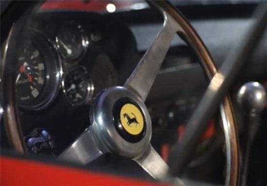 خودروی فراری قرمز رنگ مدل GTO 250 (+عکس)
