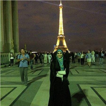 مجری جوان ایرانی با پوشش چادر در فرانسه (عکس)