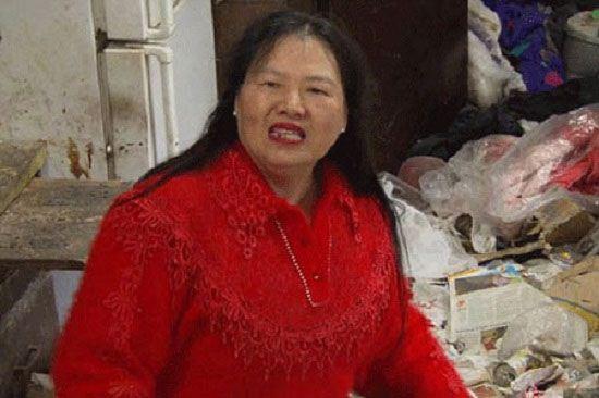 زنی که 30 سال در یک زباله دانی زندگی می کند + عکس
