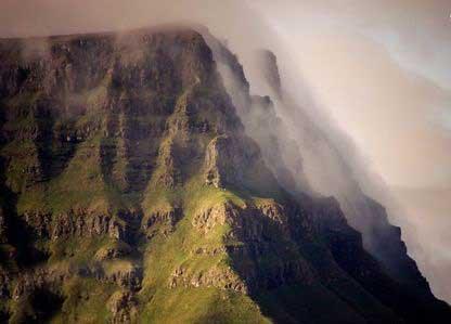 هوای این جزیره همیشه ابری است + تصاویر