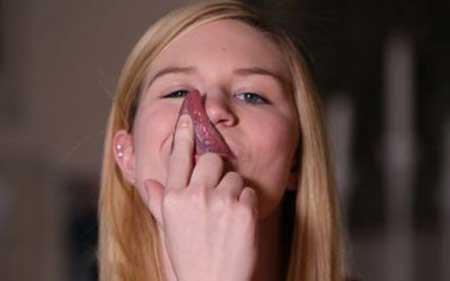 تصاویر دختری با درازترین زبان دنیا