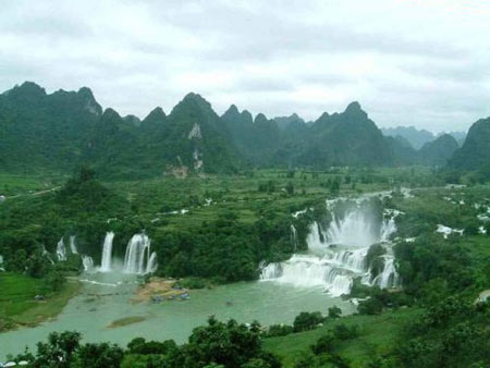 آبشاری دیدنی در مرز ویتنام و چین (+عکس)