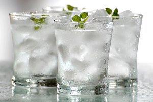 چرا نباید بعد از غذا آب یخ بنوشیم؟