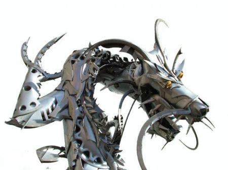 مجسمه های ساخته شده از قالپاق