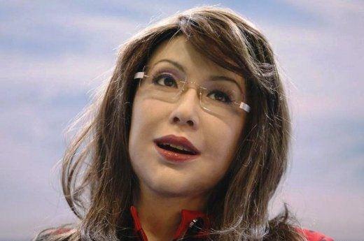 این خانم معلم زیبا در واقع یک ربات است!