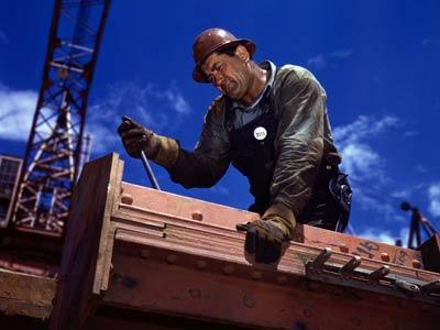 ۱۱ اردیبهشت روز جهانی کار و کارگر گرامی باد