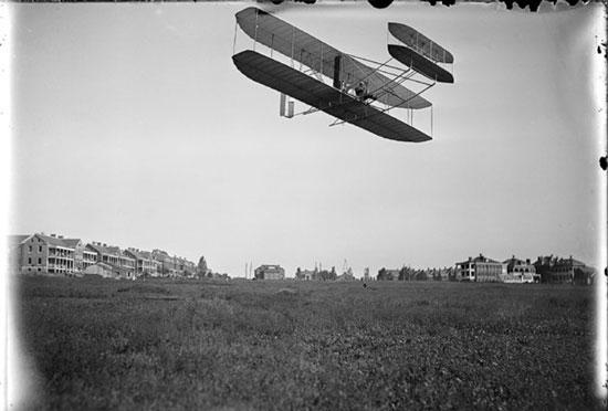 چه کسی هواپیما را اختراع کرد؟