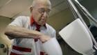 پرکارترین پیرمرد دنیا (عکس)