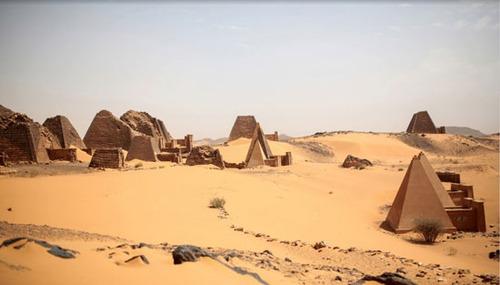 اهرام باستانی شگفت انگیز در کنار رود نیل + تصاویر