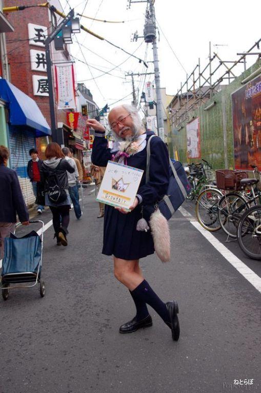 پیرمردی جالب که شبیه به دختر است + تصاویر