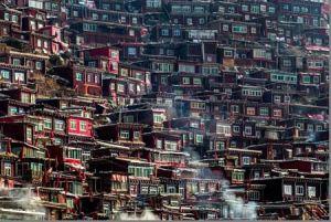 بزرگ ترین مدرسه بودایی جهان در چین + عکس