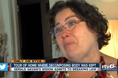 این زن با جسد همسرش زندگی می کند (+عکس)
