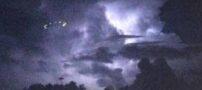 عکس هایی واقعی از پرواز بشقاب پرنده در آسمان امریکا