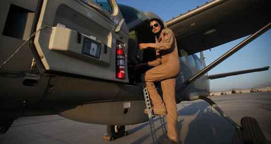 تصاویر دیدنی از زیباترین زن خلبان دنیا