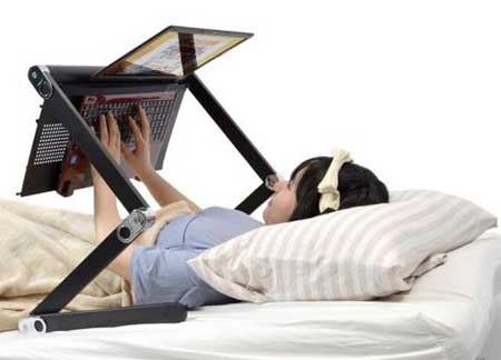 طراحی میز لپ تاپ برای تخت خواب