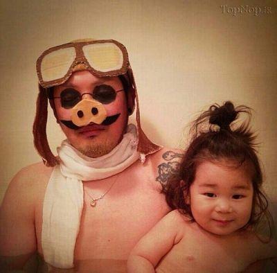 پدر هزار چهره، ترفندی برای حمام بردن بچه + تصاویر