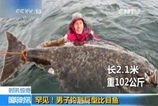 عکس 2 نفره با ماهی غول پیکر (عکس)