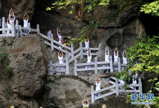 عکس های جالب مدرسه بر بالای کوه