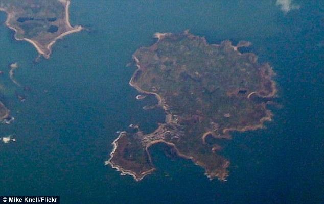 تصاویر دیدنی از جزیره هایی با شکل های جالب