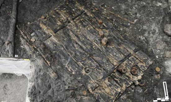 پیدا کردن دری با 5000 سال سن در سوئیس + عکس