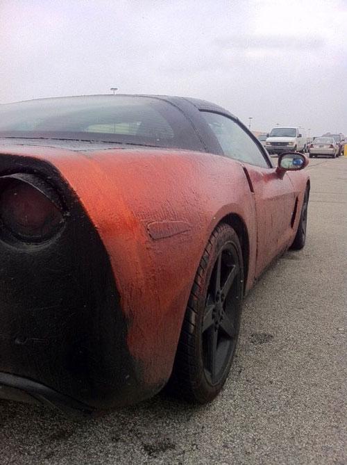 زنی که اتومبیل شوهرش را با اسید شست + تصاویر