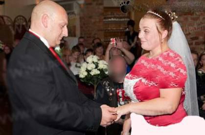 اقدام به کچل کردن عروس در مراسم ازدواجش + عکس