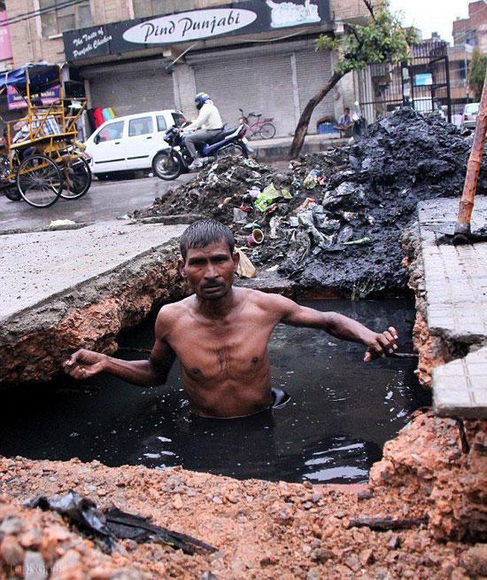 مرد غواص در فاضلاب (+ عکس)