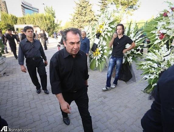 سيامک انصاري به سوگ پدر نشست (+عکس)