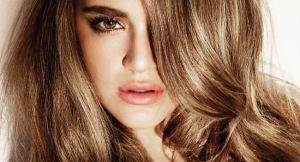 صاف کردن موهای فر با راه و روش های ساده