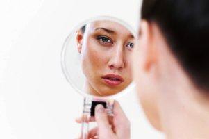 نگاه کردن به آینه بیش از 3 دقیقه ممنوع!