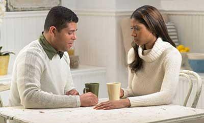 با همسر داغ دیده ام چگونه رفتار داشته باشم؟