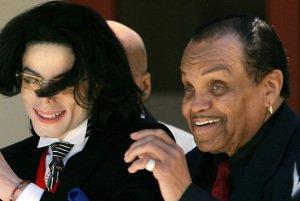 پدر مایکل جکسون بینایی اش را از دست داد