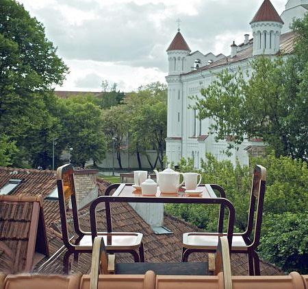 طراحی میز چای خوری آویزان ویژه شیروانی خانه