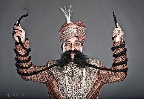 مردی عجیب با سبیل 4 متری در هند + تصاویر