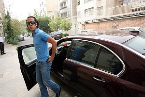 ماشین علی کریمی در 16 سال پیش چه بود؟ (عکس)