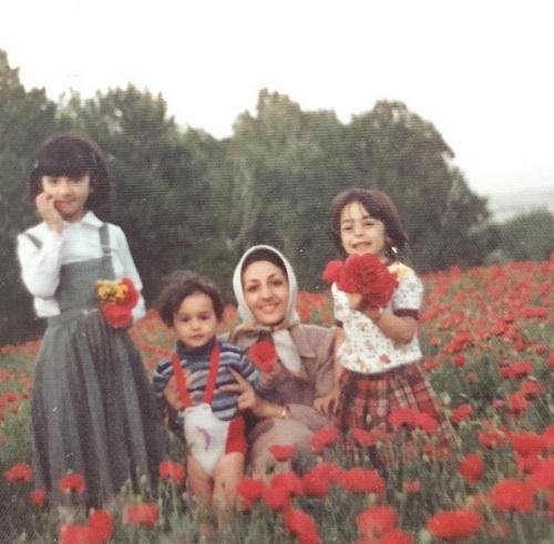 عکس کودکی هانیه توسلی در آغوش مادرش
